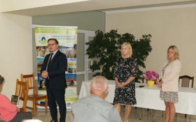 """""""Przy kawie i ciastku rozmowy o zdrowiu"""" – spotkanie z Klubem Seniora w Małkini."""